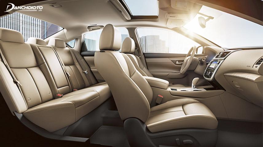 Interior space on the Nissan Teana 2018