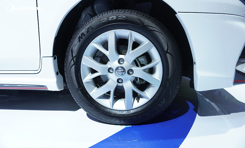 Lazang Nissan Sunny 2020 type 185 / 65R15 with quite simple wheels