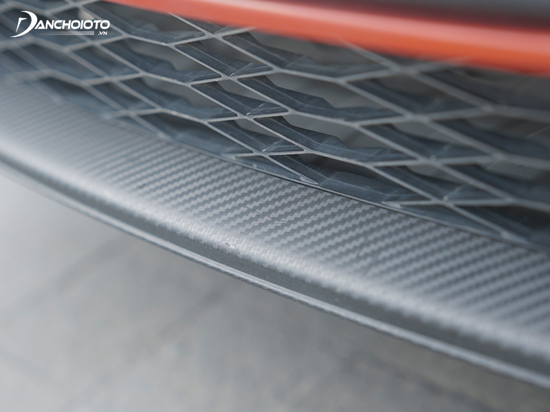 The front bumper of the Honda Jazz 2020 is honeycomb