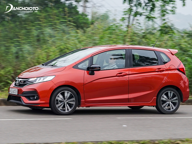 If operated at high speed, the Honda Jazz still has a certain stability thanks to good suspension and electronic balance system.