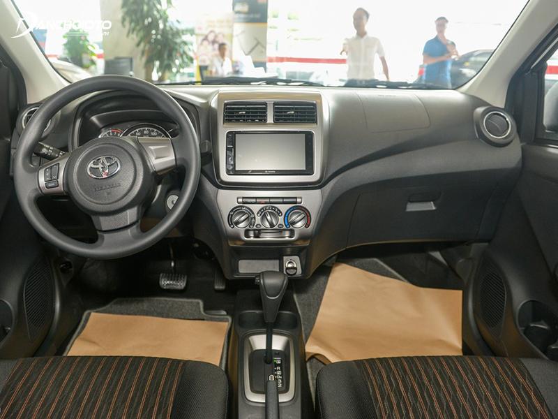 Ngay cả bản tự động, taplo Toyota Wigo 2020 vẫn thô sơ và lỗi thời