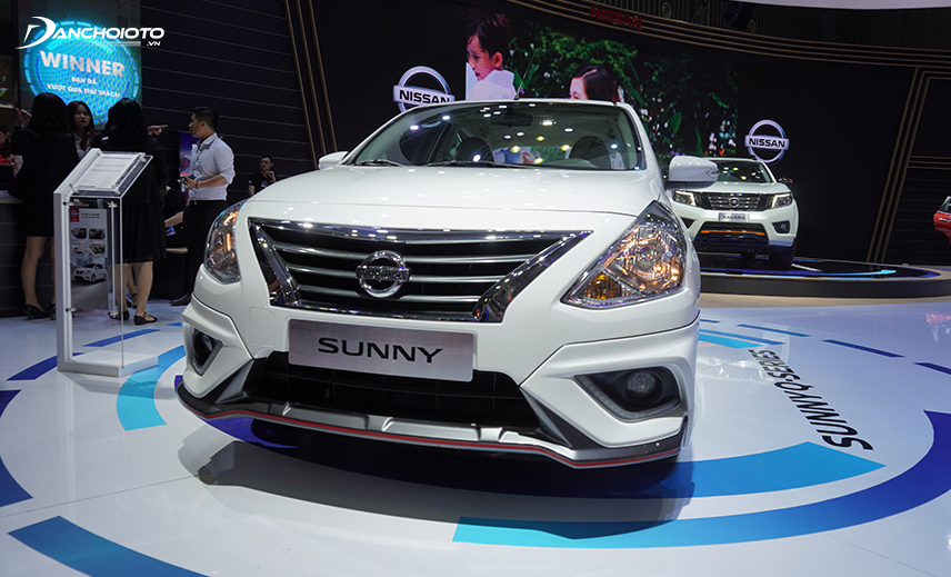 At Nissan Sunny 2020, the rounded lines on the body are emphasized