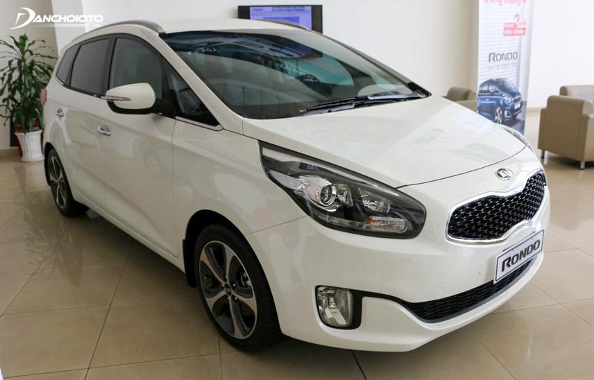 The front of the Kia Rondo 2018