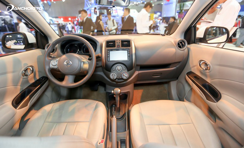 Taplo Nissan Sunny 2013 - 2018 thiết kế khá đơn điệu