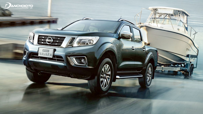 The body of the Nissan Navara 2018 stands out thanks to the long, folded road