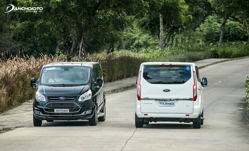 In September 2019, Ford Tourneo officially returned to Vietnam