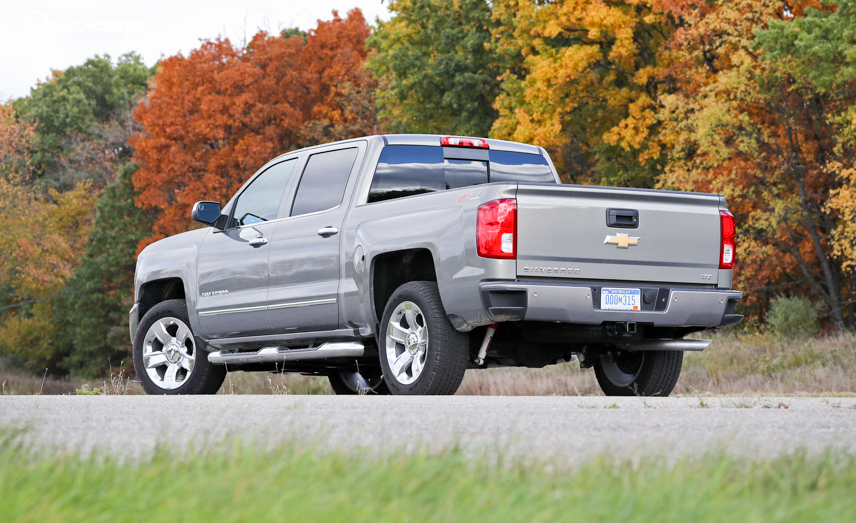 Tail design of Chevrolet Silverado 2018
