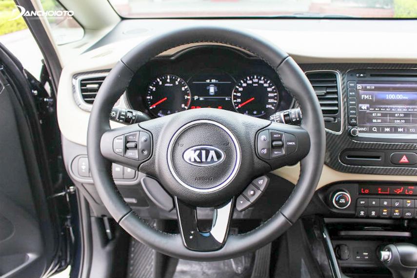 Beautifully designed steering wheel on Kia Rondo 2018