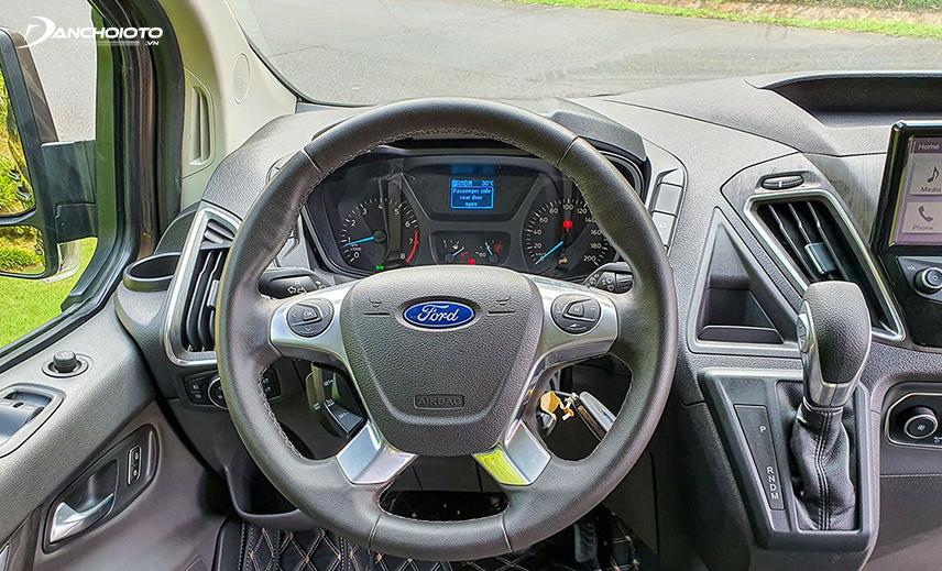 Vô lăng Ford Tourneo 2020 thiết kế dạ 4 chấu