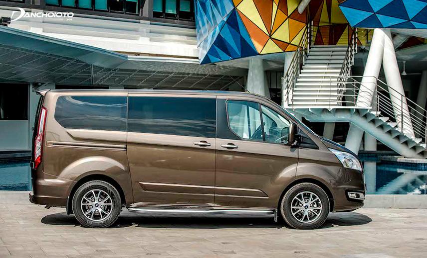 Vô lăng xe Ford Tourneo 2020 sử dụng trợ lực thuỷ lực nên sẽ đằm và nặng hơn