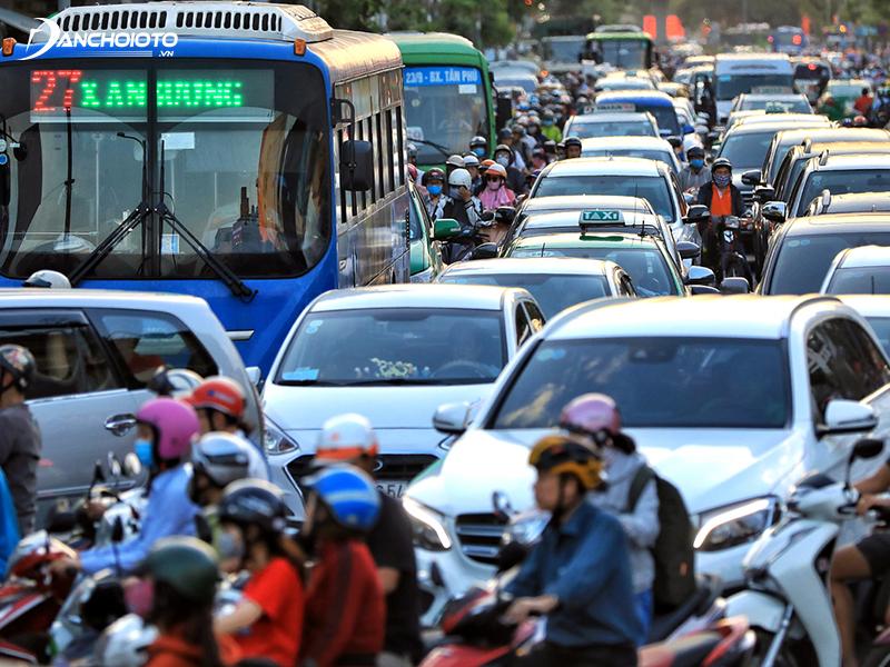Có rất nhiều nguyên nhân gây tiếng ồn trong xe ô tô