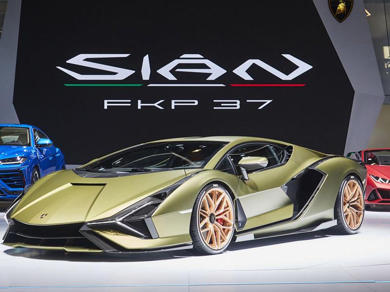 """Choáng với """"chú bò vàng"""" Lamborghini Sian trong làng siêu xe"""