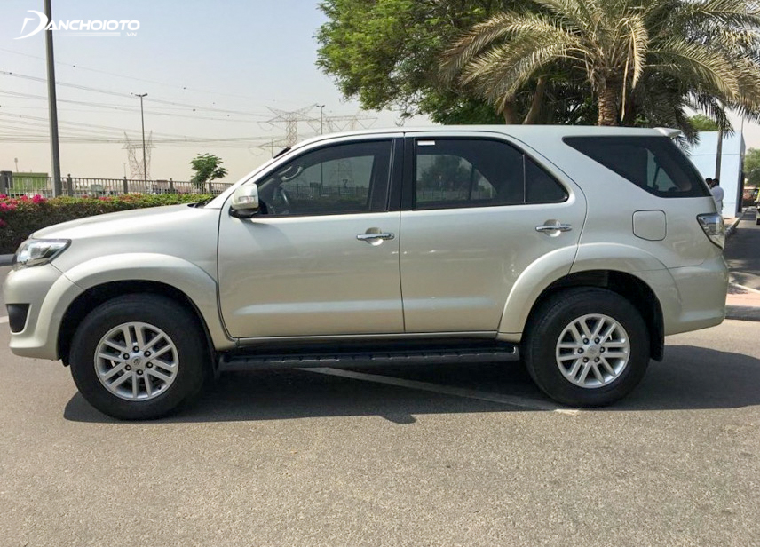 Fortuner has a large ground clearance so it can adapt to a variety of terrains