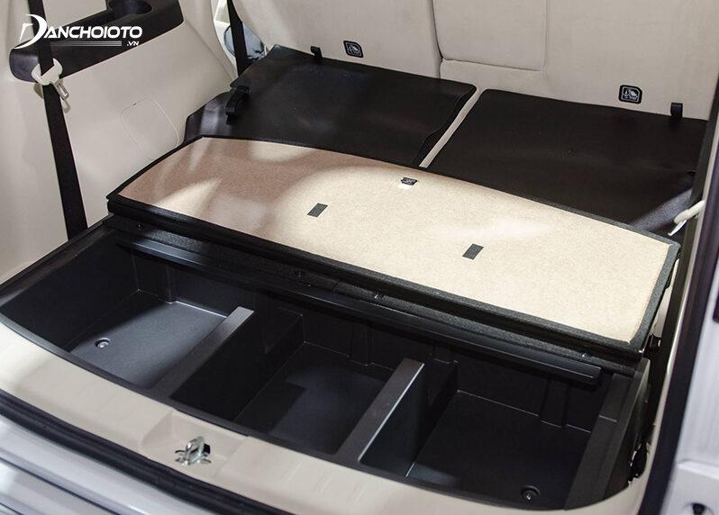 Khoang hành lý Mitsubishi Xpander còn có các ngăn âm