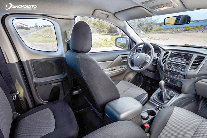 The interior space of the old Mitsubishi Triton 2016 is more spacious than the Hilux