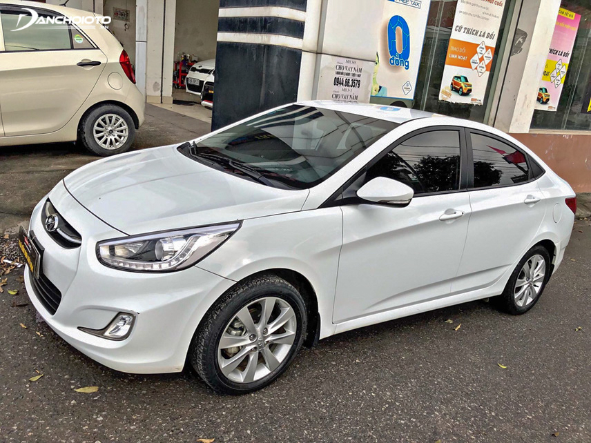 Model Hyundai Accent 2016