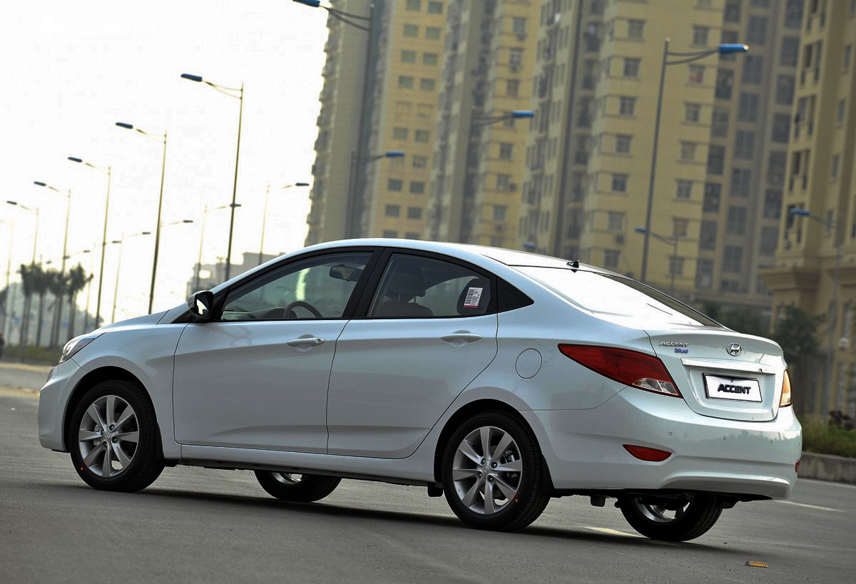 Ngoại thất Hyundai Accent 2015 cũ vẫn luôn thu hút người nhìn và không lỗi mốt