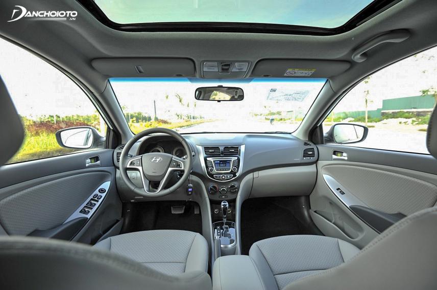 Nội thất Hyundai Accent 2015 cũ được thiết kế đơn giản nhưng sang trọng