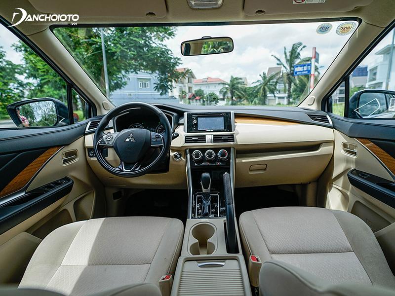 Taplo Mitsubishi Xpander khá đơn điệu trái với vẻ hiện đại ở ngoại thất