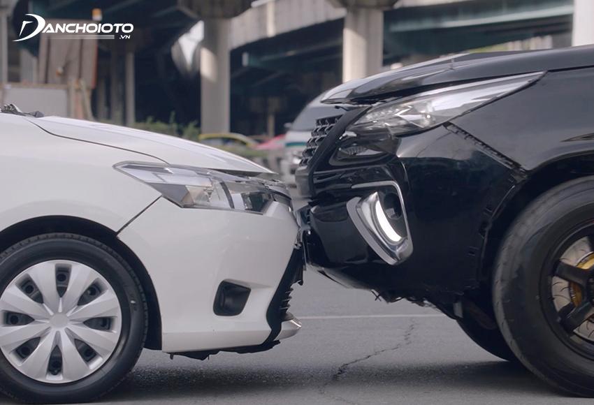 Bảo hiểm ô tô 2 chiều là mua cả bảo hiểm TNDS và bảo hiểm vật chất ô tô
