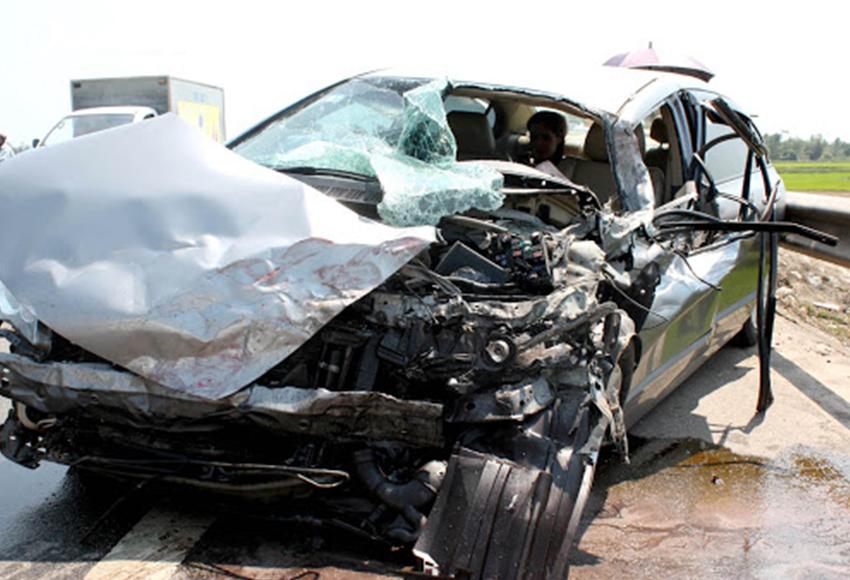 Bảo hiểm tai nạn người ngồi trên xe là loại bảo hiểm đối với thiệt hại về thân thể, tính mạng người lái xe và hành khách đi xe