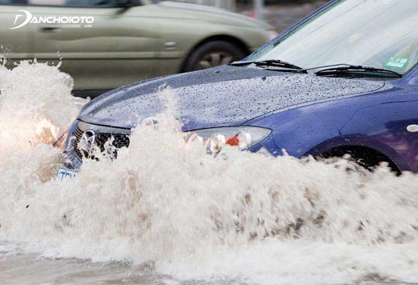 Bảo hiểm xe bị ngập nước là một trong những hạng mục cần thiết nên mua thêm
