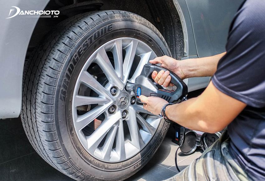 Đảo lốp ô tô định kỳ sẽ giúp các lốp xe ô tô mòn đều