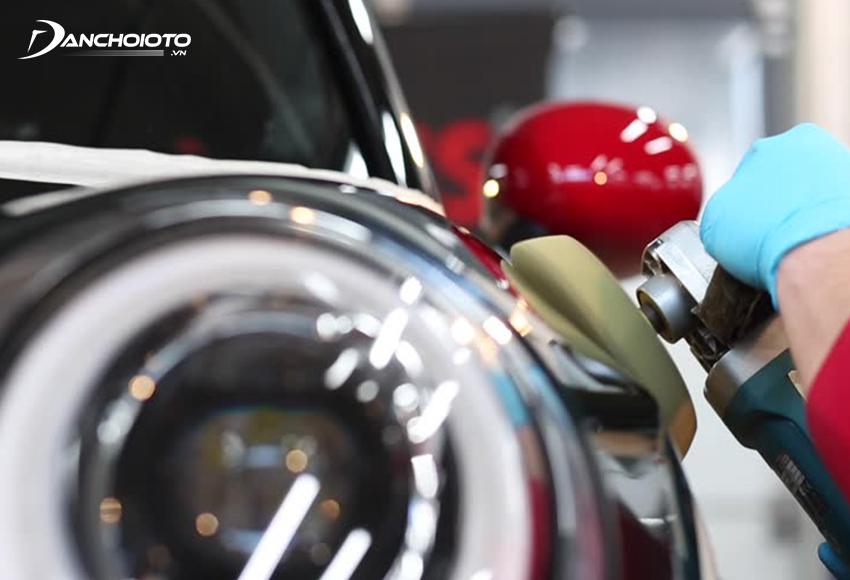 Để đánh bóng ô tô đòi hỏi giỏi kỹ thuật và nhiều kinh nghiệm
