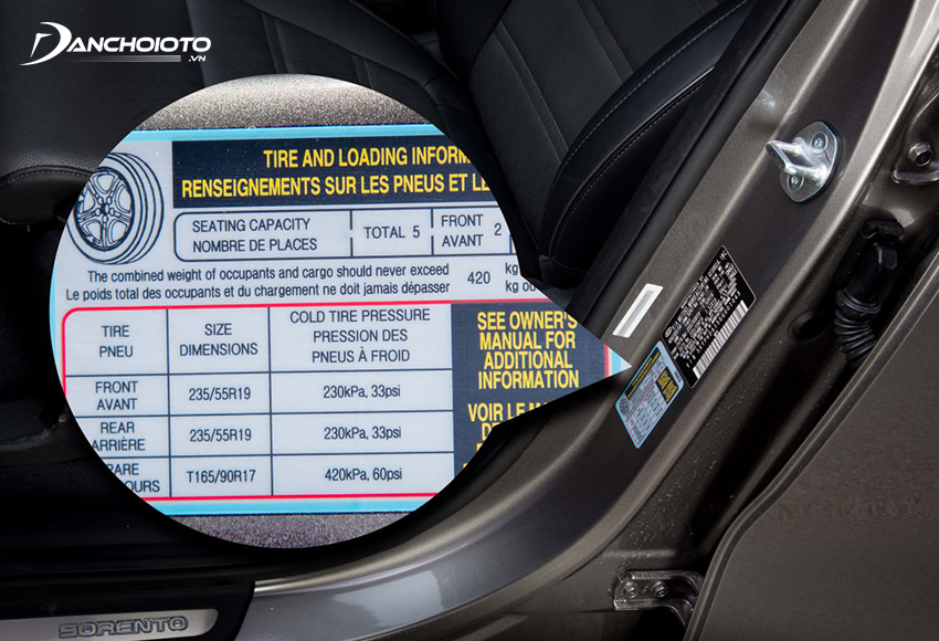 Kích cỡ lốp và mâm (lazang) thường được nhà sản xuất ghi ở bệ cửa ghế lái