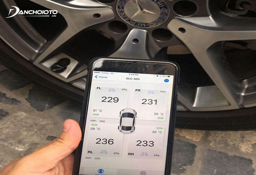 Nên kiểm tra lốp ô tô định kỳ 1 tháng/lần