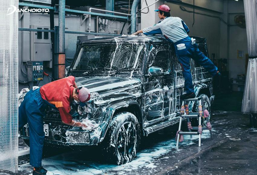 Nghề rửa xe ô tô là một trong những nghề ô tô đơn giản nhất, đầu tư ít nhưng nếu biết cách sẽ có nhiều cơ hội để phát triển