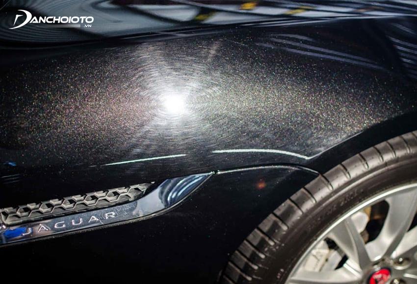 Vết xoáy mạng nhện là một trong những dạng khuyết tật sơn ô tô thường gặp nhất