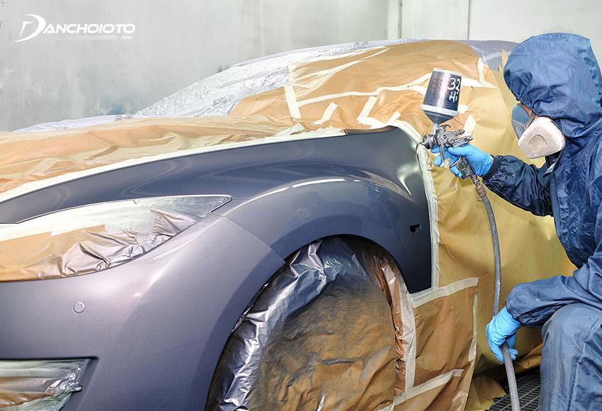 Nên sơn ô tô lại cả mảng thay vì chỉ sơn vá các vết trầy xước