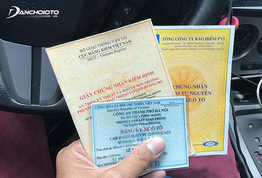 Người đi ô tô cần phải mang theo nhiều giấy tờ xe quan trọng