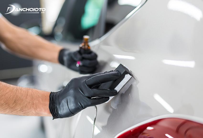 Phủ ceramic ô tô giúp tạo độ bóng và tăng cường bảo vệ cho sơn xe