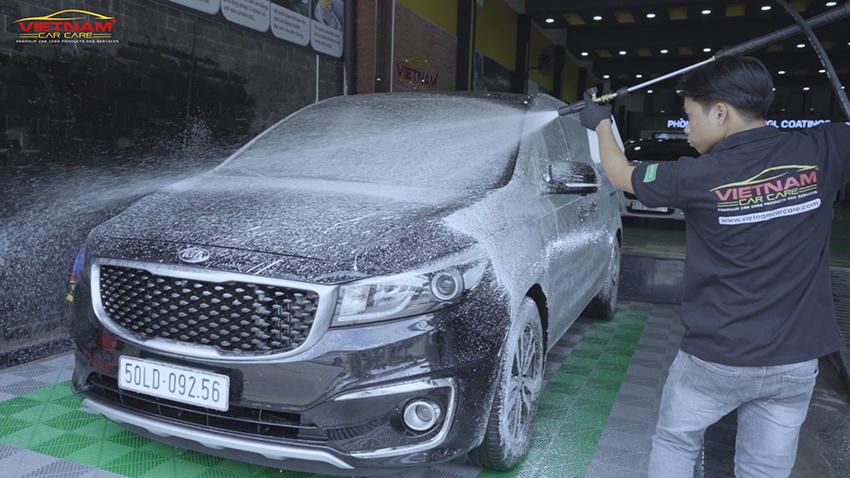 Trước khi phủ ceramic ô tô cần vệ sinh kỹ bề mặt ngoại thất