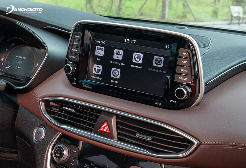 Cả 6 phiên bản SantaFe 2020 đều trang bị màn hình cảm ứng 8 inch