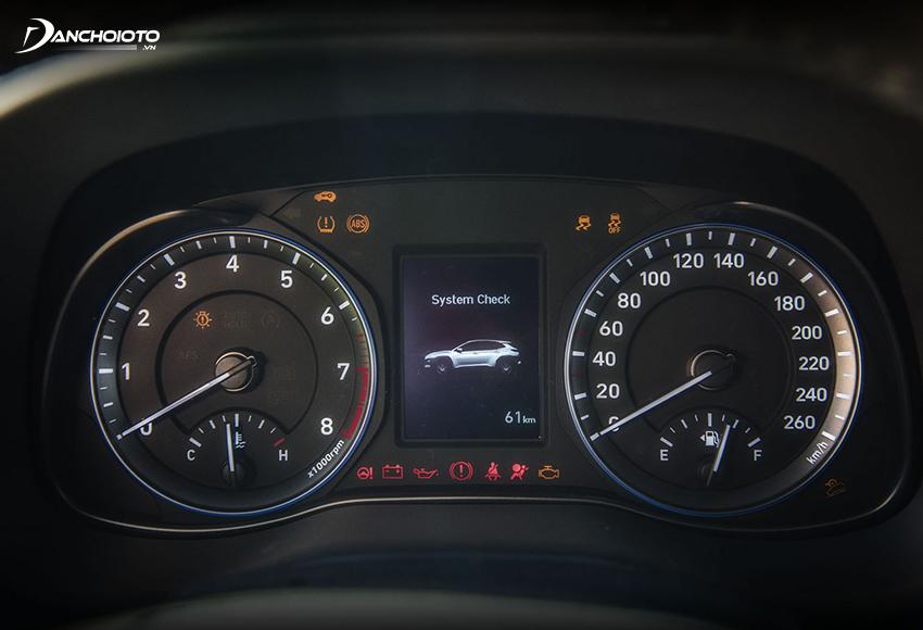 Cụm đồng hồ Kona có màn hình hiển thị đa thông tin LCD 3.5 inch