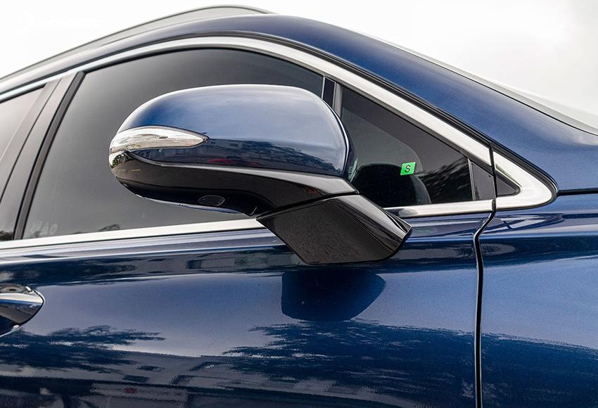 Gương chiếu hậu Santa Fe 2020 có thêm tính năng sấy điện, cảnh báo điểm mù