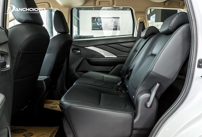 Hàng ghế thứ hai Mitsubishi Xpander 2020 rộng nhưng chỉ có 2 tựa đầu