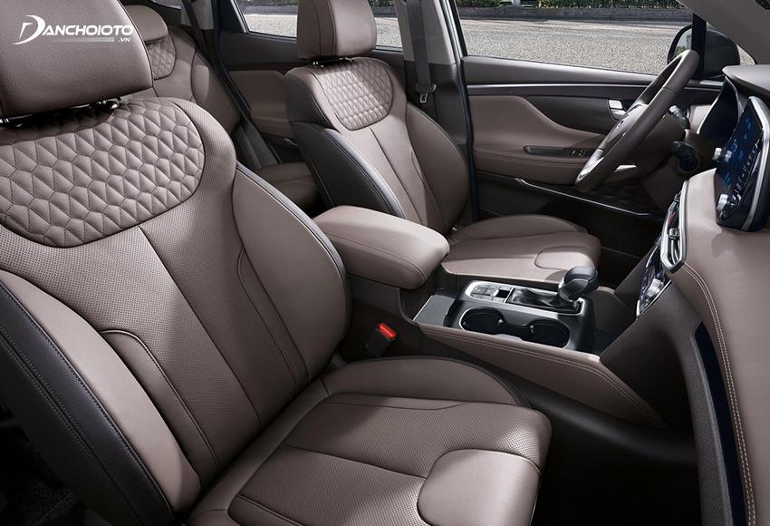 Hyundai SantaFe 2020 tạo ấn tượng mạnh bằng những hàng ghế ngồi bọc da sang trọng