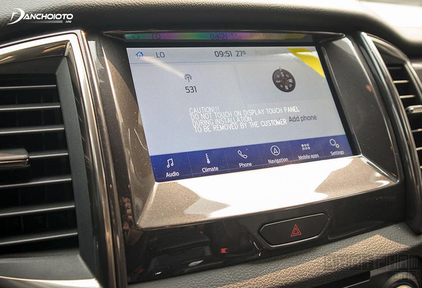 Cả 5 phiên bản Ford Everest 2020 đều được trang bị màn hình trung tâm cảm ứng 8 inch, âm thanh 10 loa
