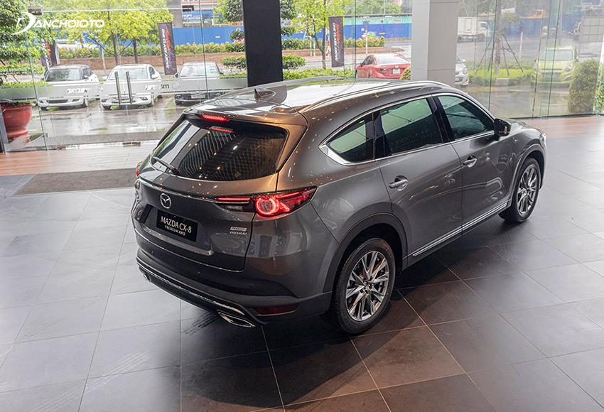 """Đuôi xe Mazda CX8 2020 thu hút với đường chrome chạy ngang """"chẻ nửa"""" cụm đèn hậu đẹp mắt"""