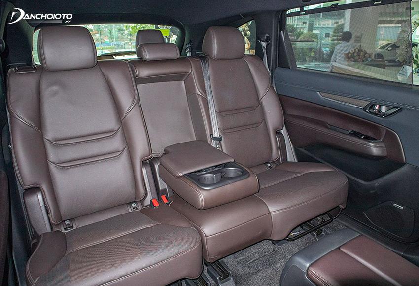 Hàng ghế thứ 2 Mazda CX-8 thiết kế cao, có đủ tựa đầu 3 vị trí