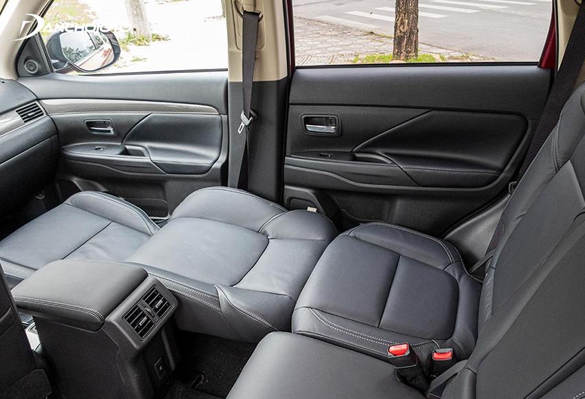 Hàng ghế trước Mitsubishi Outlander 2020 có thể ngả 180 độ