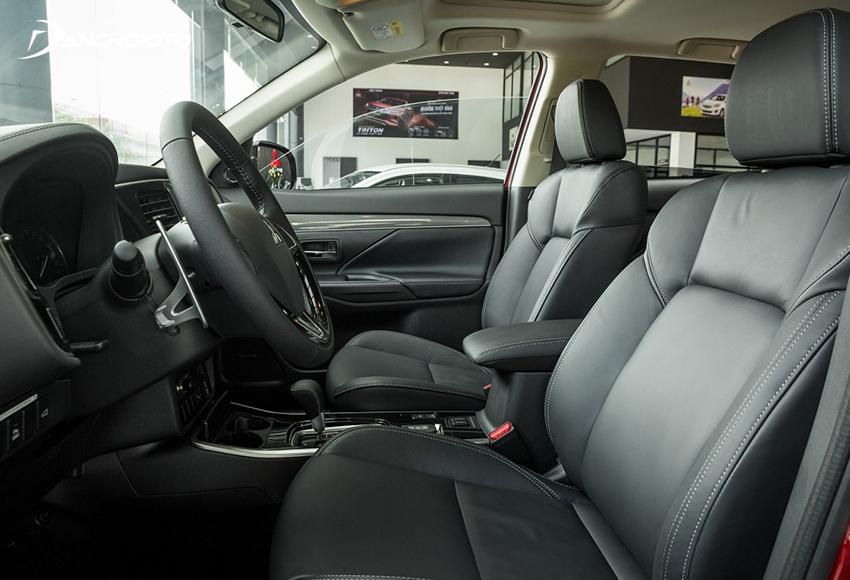 Hàng ghế trước Mitsubishi Outlander mặt đệm rộng, tựa lưng có độ ôm thân người ngồi