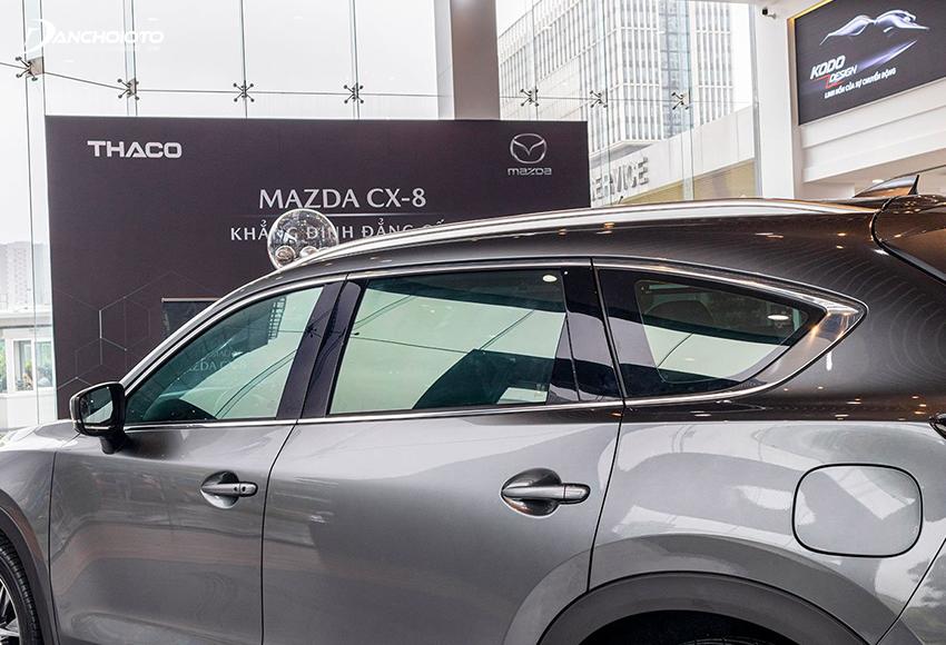 Mazda CX-8 2020 viền chrome cả trên và dưới cửa sổ