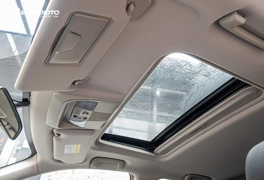 Mitsubishi Outlander 2.0 Premium có thêm cửa sổ trời