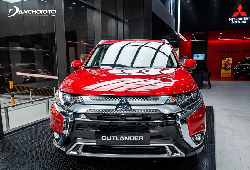Mitsubishi Outlander 2020 có sự tinh chỉnh ở phần lưới tản nhiệt trên, tạo hình chữ X và thêm lưới tổ ong