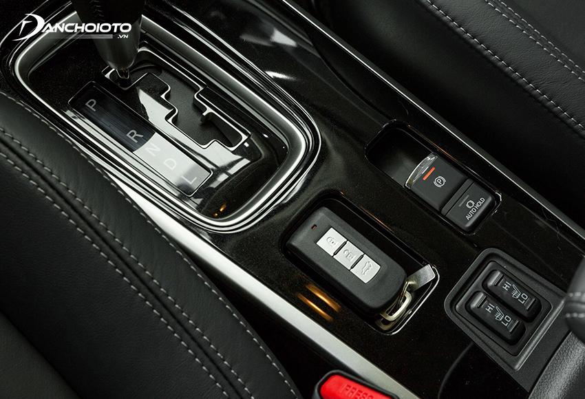 Outlander 2020 facelift được trang bị thêm phanh tay điện tử và chế độ giữ phanh tự động